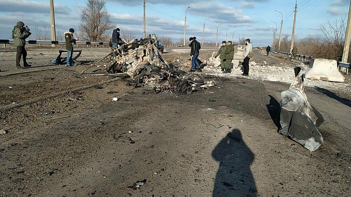 На КПВВ «ДНР» подорвался автомобиль: погибли два человека, - ФОТО, ВИДЕО, фото-1