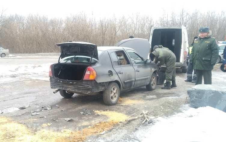 В Макеевке взорвали автомобиль главаря боевиков «ДНР», - ФОТО, ВИДЕО , фото-1