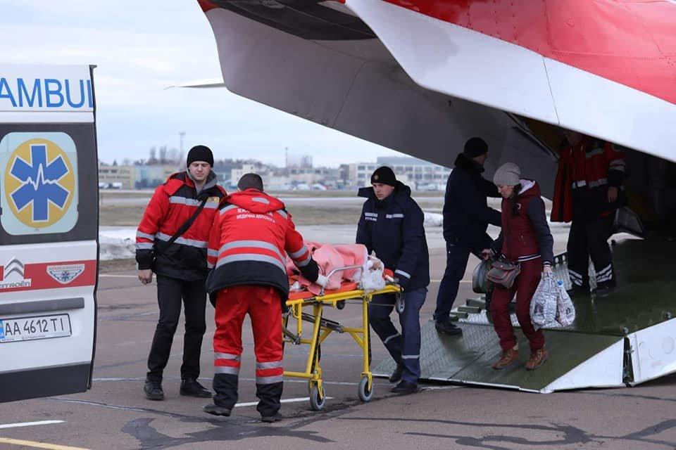 В Донецкой области 12-летнюю девочку, впавшую в кому, самолетом отправили в больницу в Киев, - ВИДЕО, фото-1