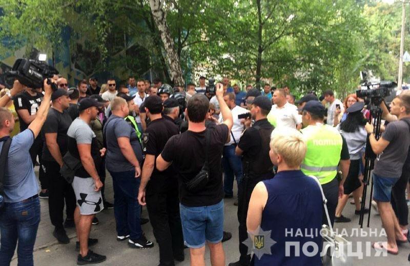 Из-за столкновений возле ОИК в Покровск отправили спецназ на вертолетах, - ФОТО , фото-2