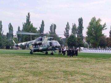 Из-за столкновений возле ОИК в Покровск отправили спецназ на вертолетах, - ФОТО , фото-1