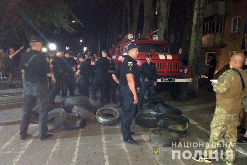 Из-за столкновений возле ОИК в Покровск отправили спецназ на вертолетах, - ФОТО , фото-3