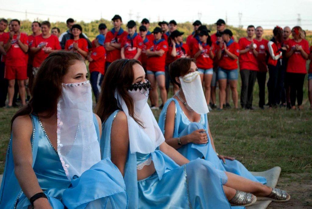 В ОРДЛО устроили молодежный фестиваль с амазонками, рабами, Берией и Сталиным, - ФОТО, фото-1
