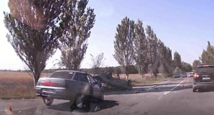 Смертельное ДТП в Донецке: От удара авто опрокинулось на крышу, - ФОТО, фото-2
