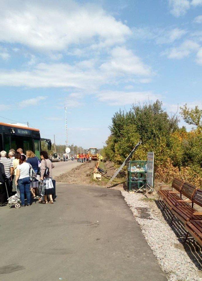 В Станице Луганской  подготовили площадку для установки строительной техники у разрушенной части моста, - ФОТО, фото-3
