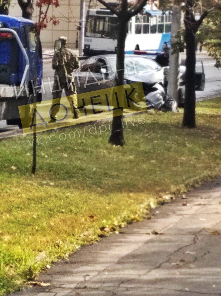 В центре Донецка автомобиль врезался в электроопору, - ФОТО, фото-1