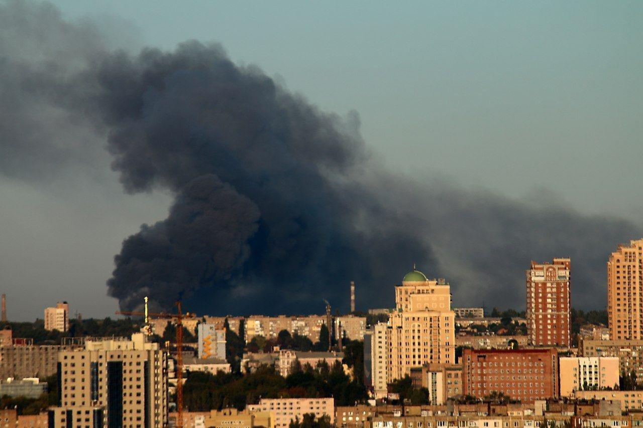 В Донецке горит склад боеприпасов: город сотрясают мощные взрывы, - ФОТО, ВИДЕО, фото-5