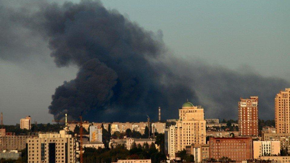 В Донецке горит склад боеприпасов: город сотрясают мощные взрывы, - ФОТО, ВИДЕО, фото-2