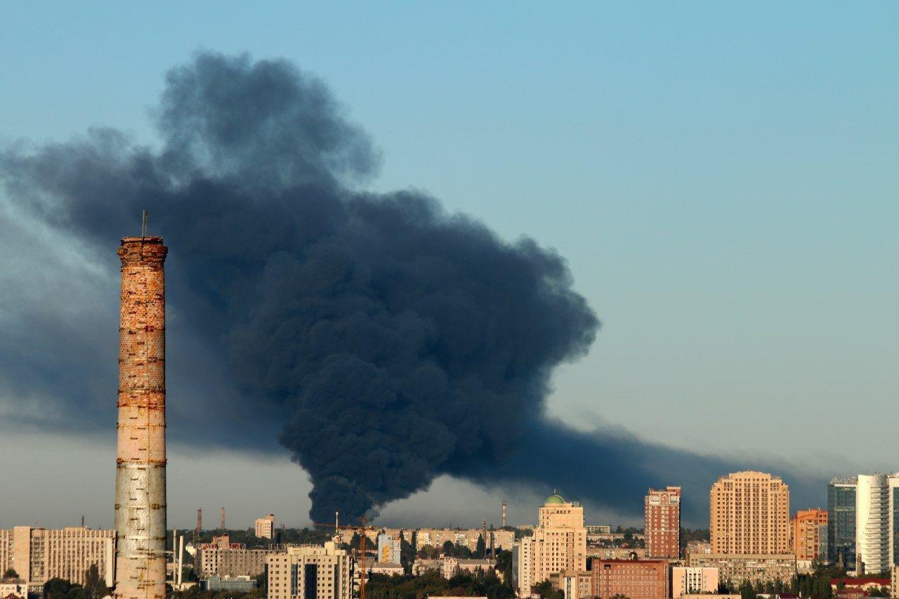 В Донецке горит склад боеприпасов: город сотрясают мощные взрывы, - ФОТО, ВИДЕО, фото-1