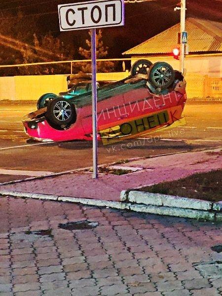 В центре Донецка перевернулся автомобиль, - ФОТО, фото-2