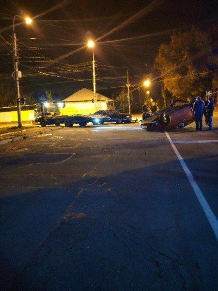 В центре Донецка перевернулся автомобиль, - ФОТО, фото-1