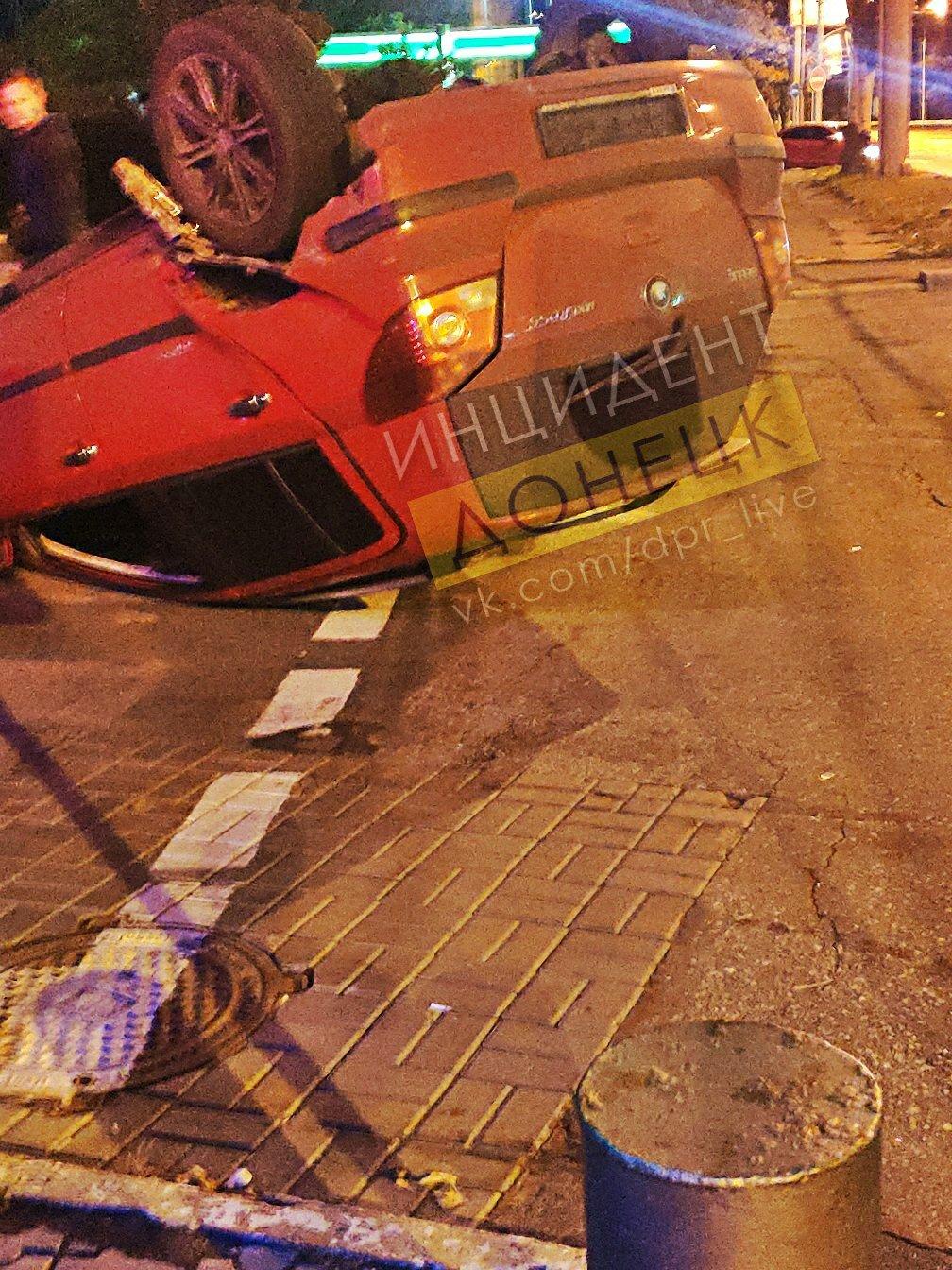 В центре Донецка перевернулся автомобиль, - ФОТО, фото-3