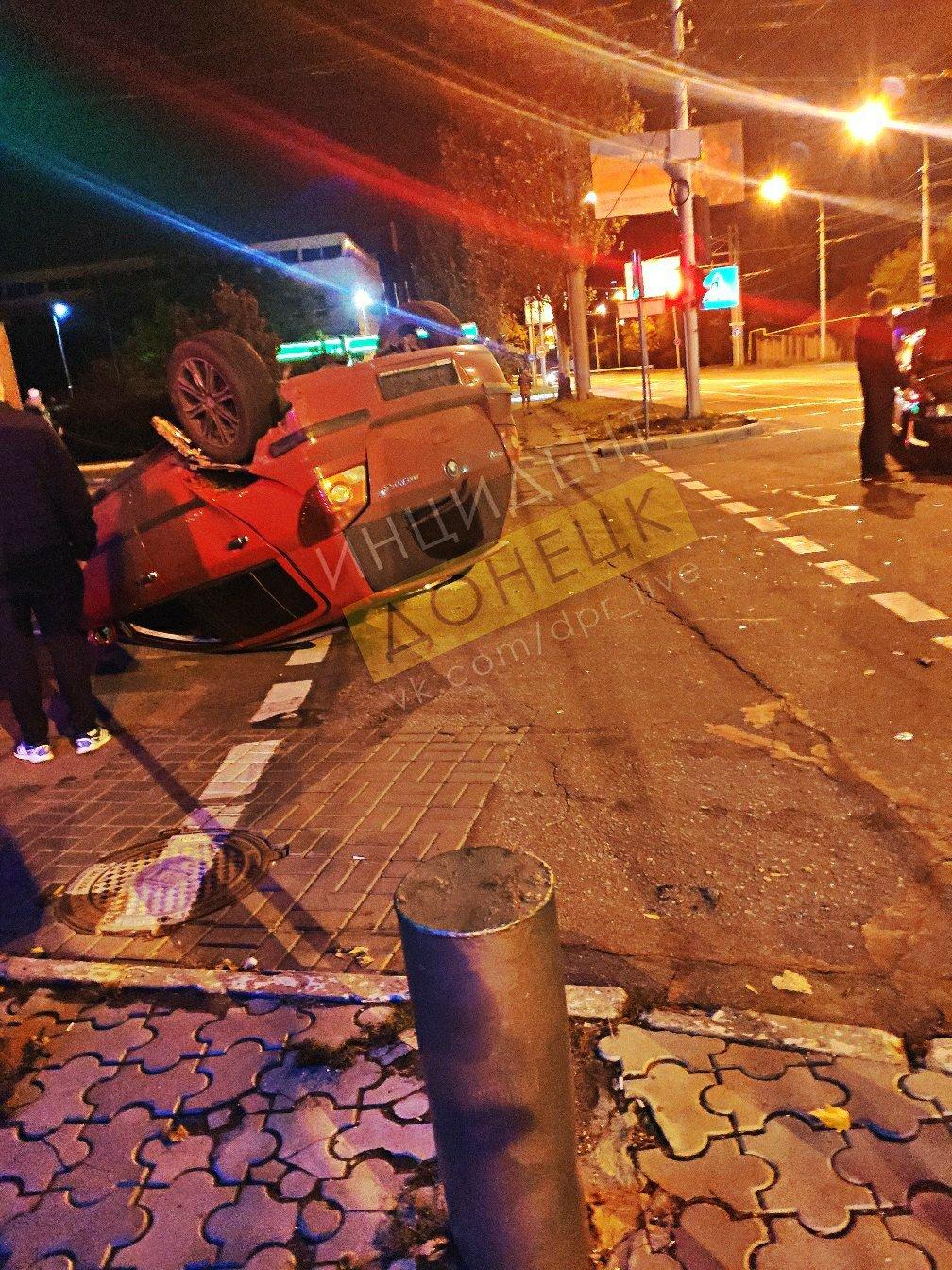 В центре Донецка перевернулся автомобиль, - ФОТО, фото-4