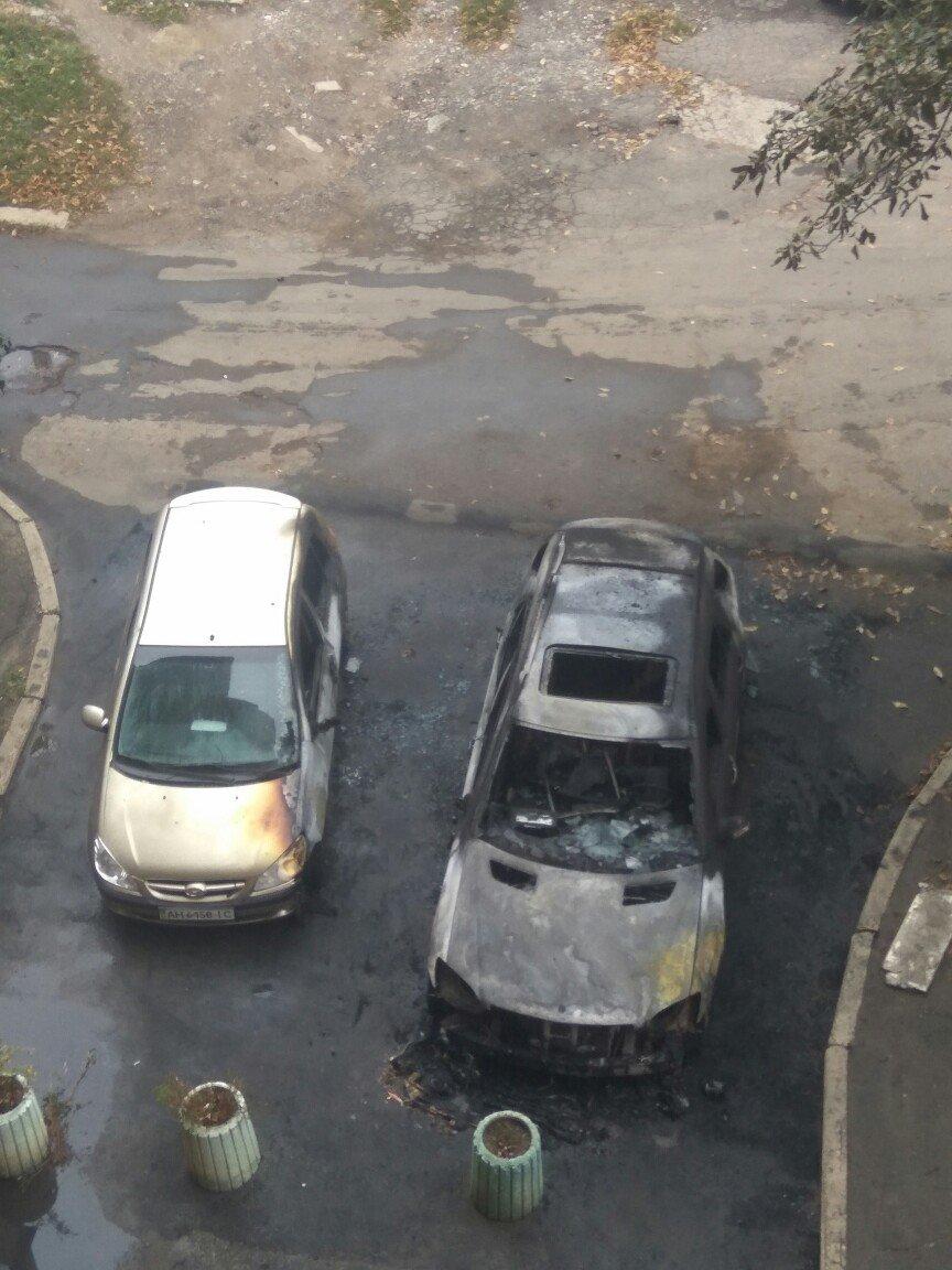 В центре Донецка ночью сгорел автомобиль, - ФОТО, фото-2