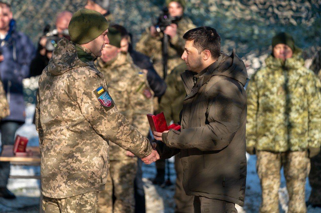 Зеленский в Донецкой области посетил силы ООС и поздравил военных с Днем ВСУ, - ФОТО, фото-2