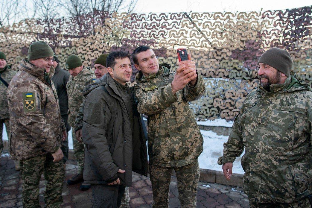 Зеленский в Донецкой области посетил силы ООС и поздравил военных с Днем ВСУ, - ФОТО, фото-3