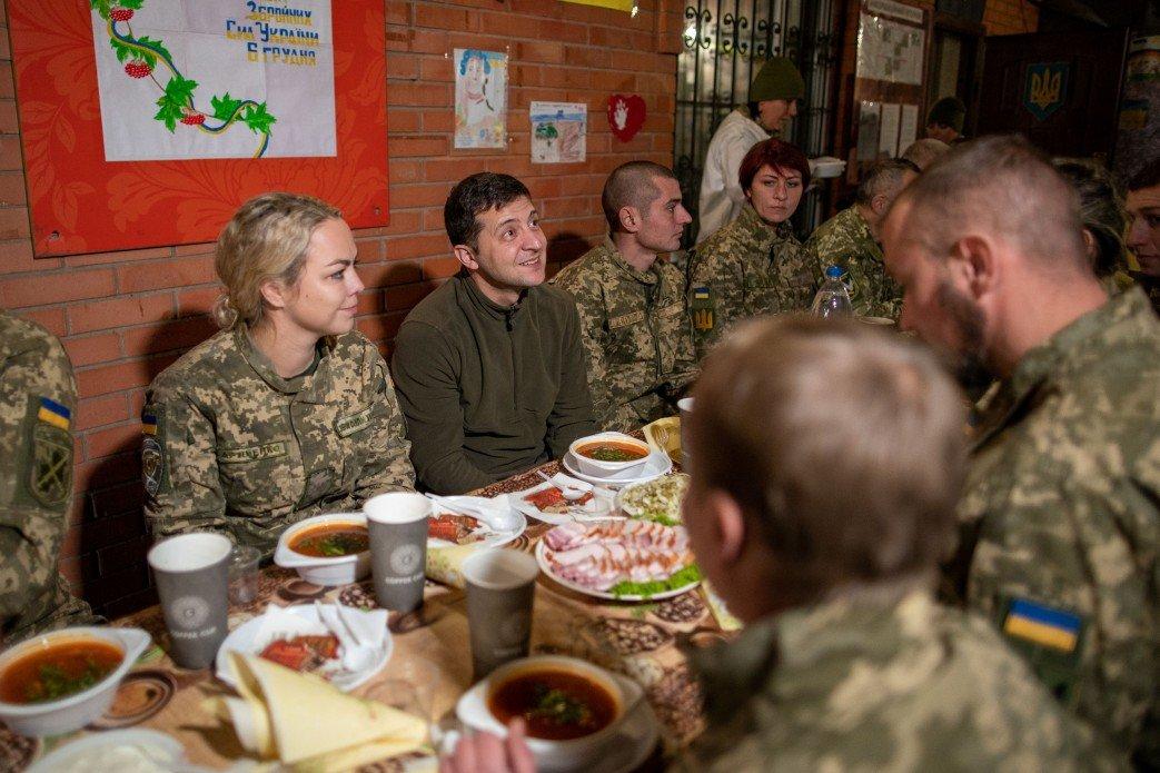 Зеленский в Донецкой области посетил силы ООС и поздравил военных с Днем ВСУ, - ФОТО, фото-4