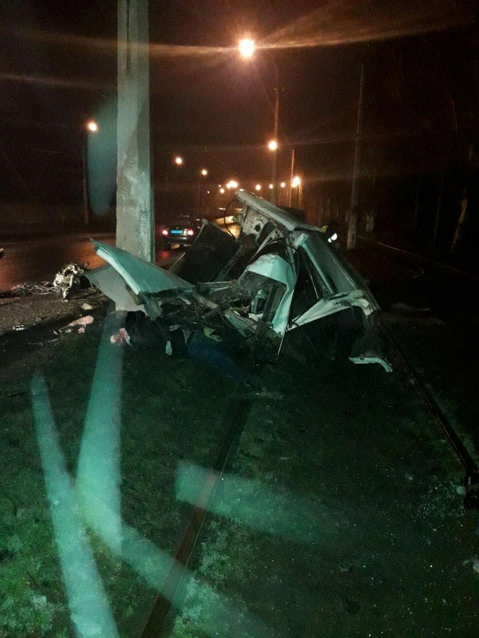В Горловке «БМВ» врезалась в столб: погибли два человека, - ФОТО, фото-1