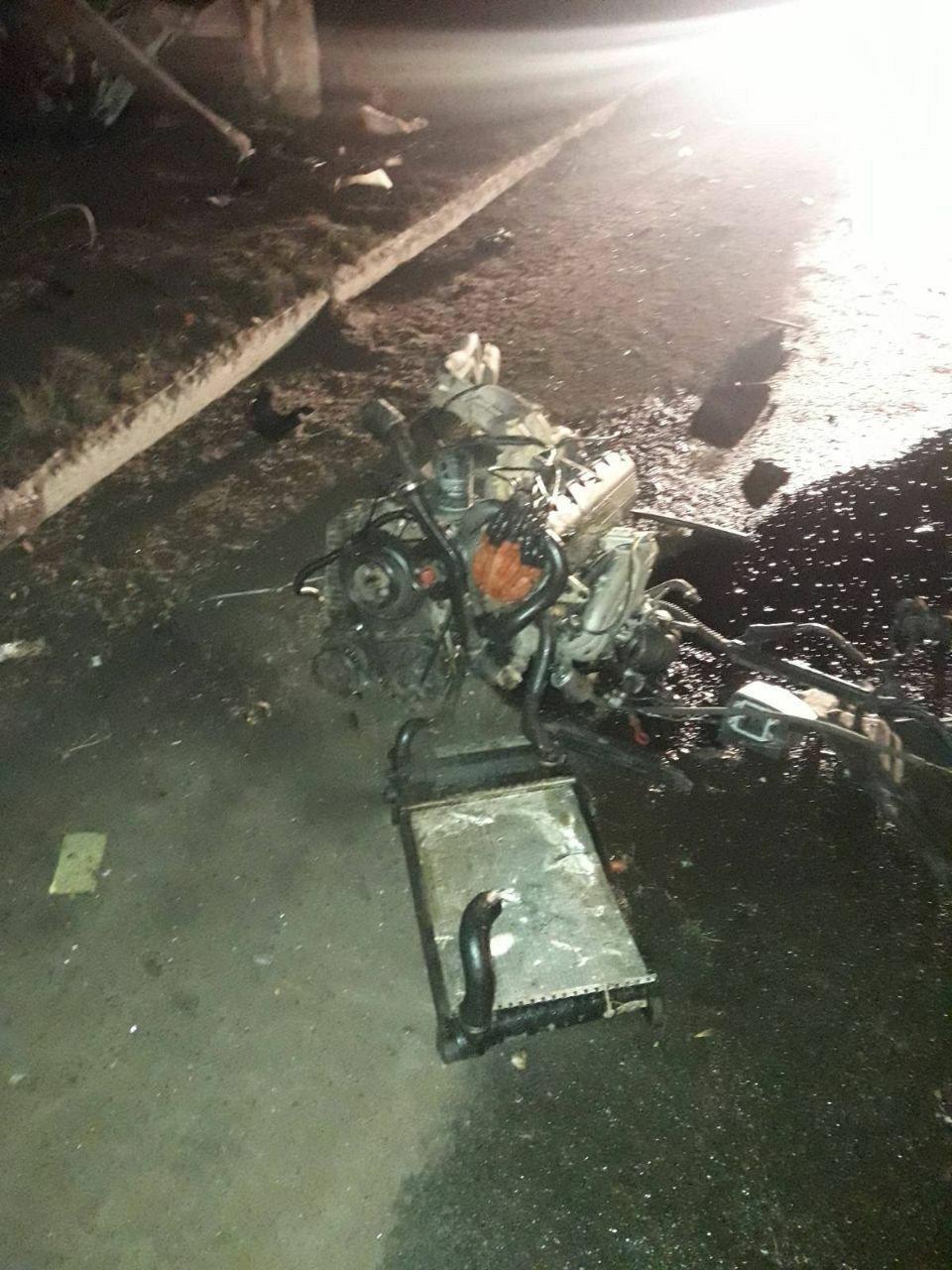 В Горловке «БМВ» врезалась в столб: погибли два человека, - ФОТО, фото-2
