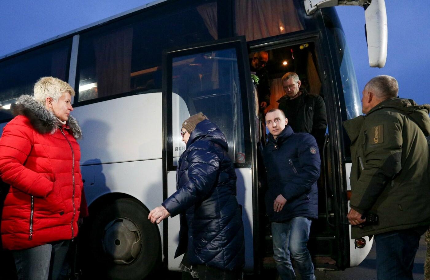 Обмен пленными между Украиной и ОРДЛО завершился: 76 украинцев на свободе, - ФОТО, фото-1