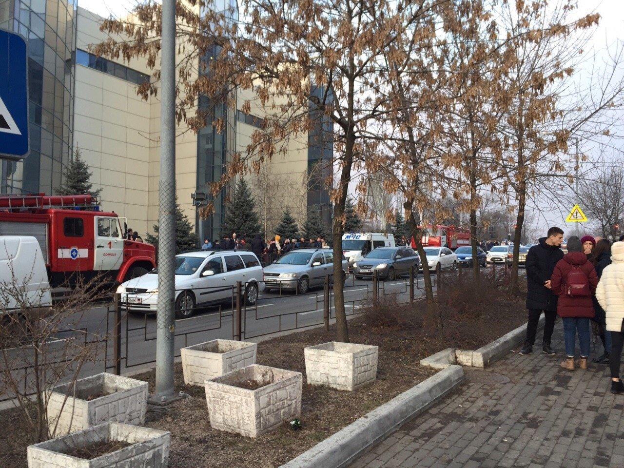 Пожар в «Донецк Сити»: персонал и посетители эвакуированы, - ФОТО, фото-2