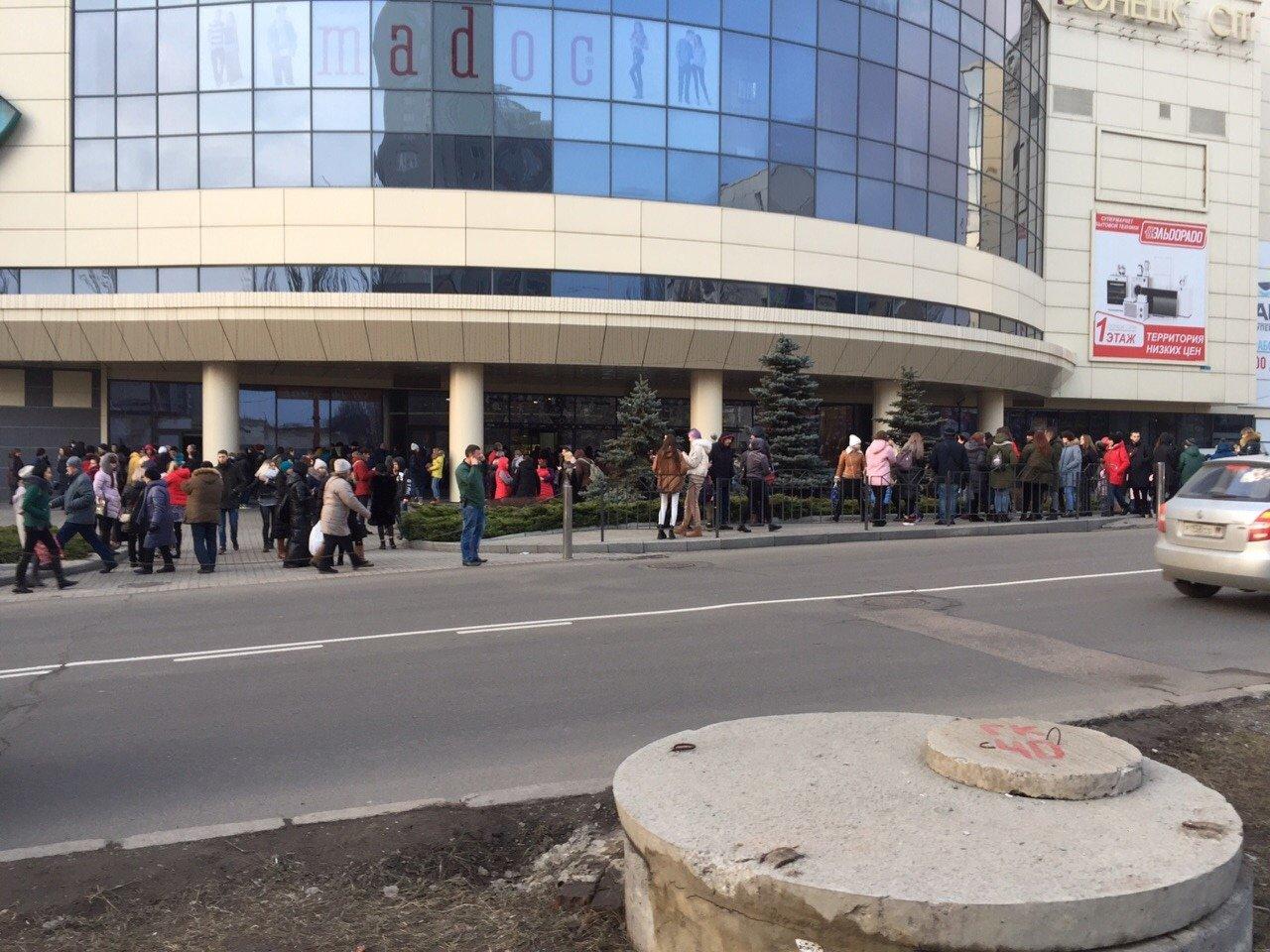 Пожар в «Донецк Сити»: персонал и посетители эвакуированы, - ФОТО, фото-3