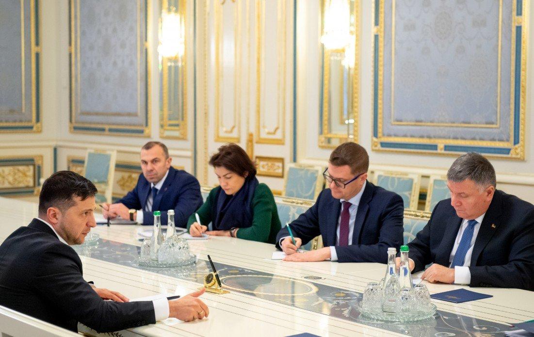 Зеленский дал главам правоохранительных органов две недели, чтобы установить  причастных к прослушке Гончарука , фото-1