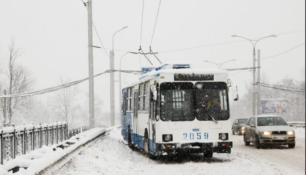 В Донецке из-за снегопада возник транспортный коллапс, - ФОТО, фото-2