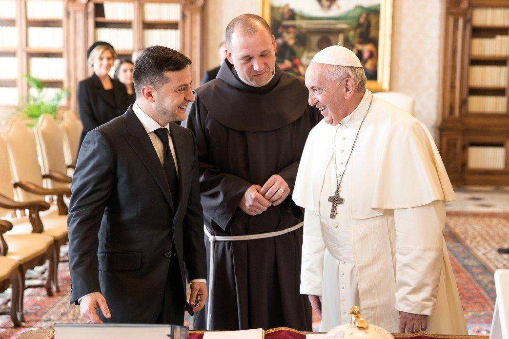Зеленский попросил Франциска помочь с освобождением украинцев и пригласил Папу посетить Донбасс, - ФОТО, фото-2