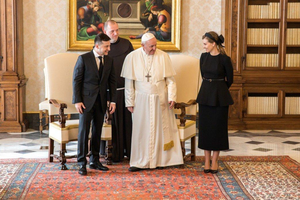 Зеленский попросил Франциска помочь с освобождением украинцев и пригласил Папу посетить Донбасс, - ФОТО, фото-1