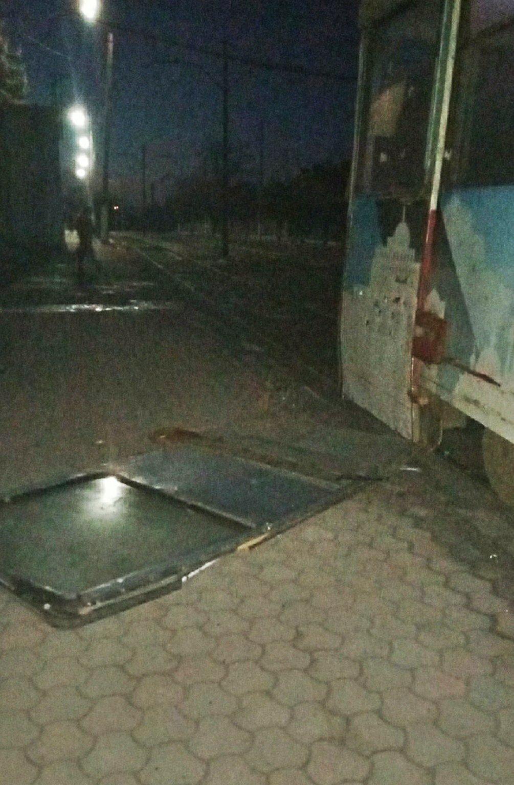 В оккупированном Енакиево у трамвая на ходу выпала дверь, - ФОТО, фото-1