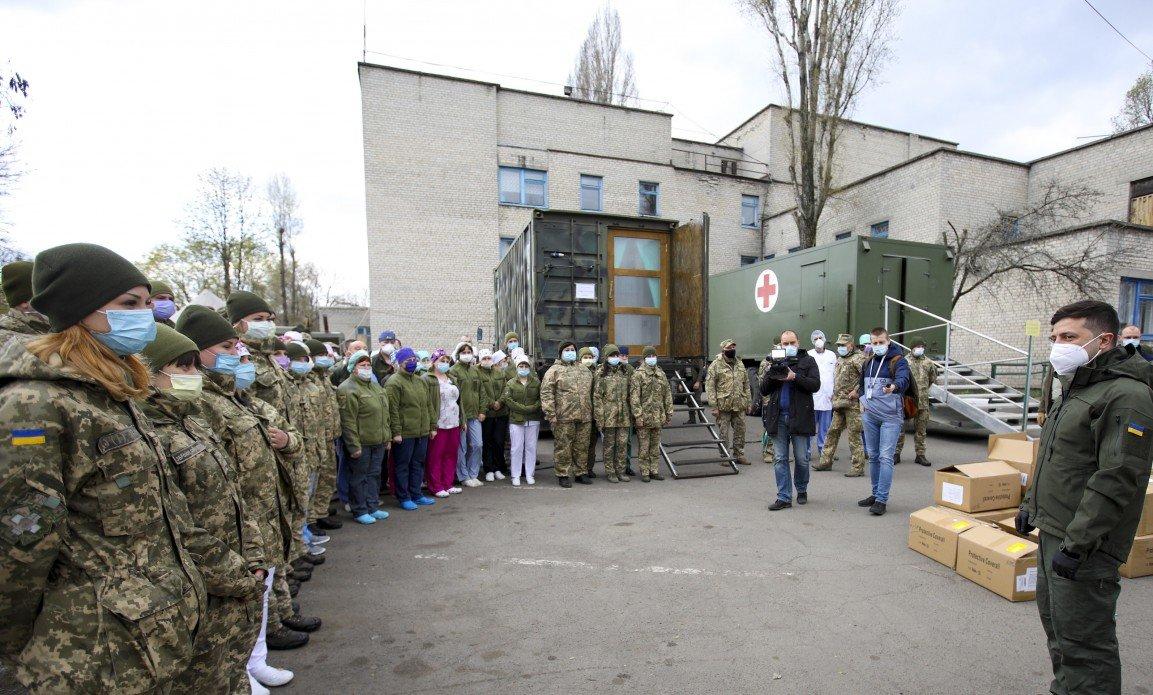 Зеленский посетил Военно-мобильный госпиталь для больных коронавирусом в Донецкой области, - ФОТО, фото-1