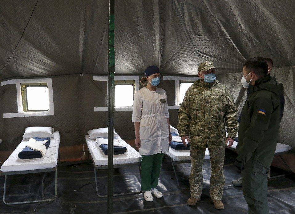 Зеленский посетил Военно-мобильный госпиталь для больных коронавирусом в Донецкой области, - ФОТО, фото-2