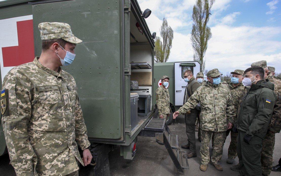 Зеленский посетил Военно-мобильный госпиталь для больных коронавирусом в Донецкой области, - ФОТО, фото-3
