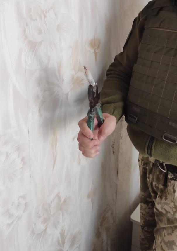 Российские оккупанты обстреляли поселок на Донбассе: повреждены три дома, - ФОТО, фото-4