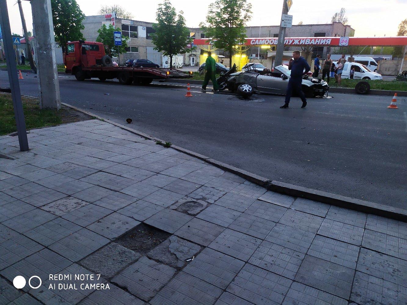 В Донецке в результате ДТП кабриолет остался без колес, - ФОТО, фото-4
