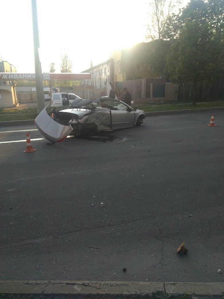 В Донецке в результате ДТП кабриолет остался без колес, - ФОТО, фото-1