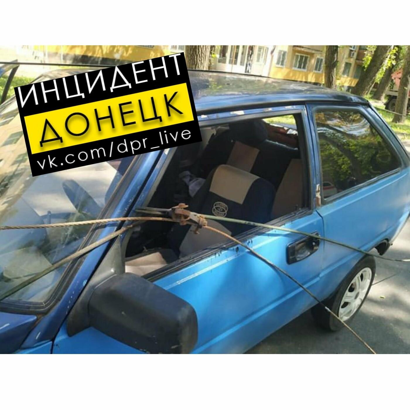 В Донецке упавшее дерево повредило три автомобиля и контактную сеть, - ФОТО, фото-1
