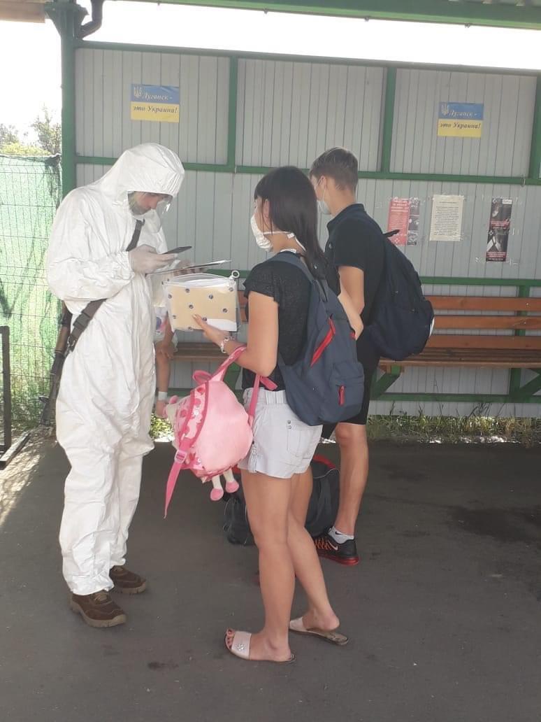На КПВВ «Станица Луганская» начали пропуск абитуриентов для прохождения ВНО, фото-1