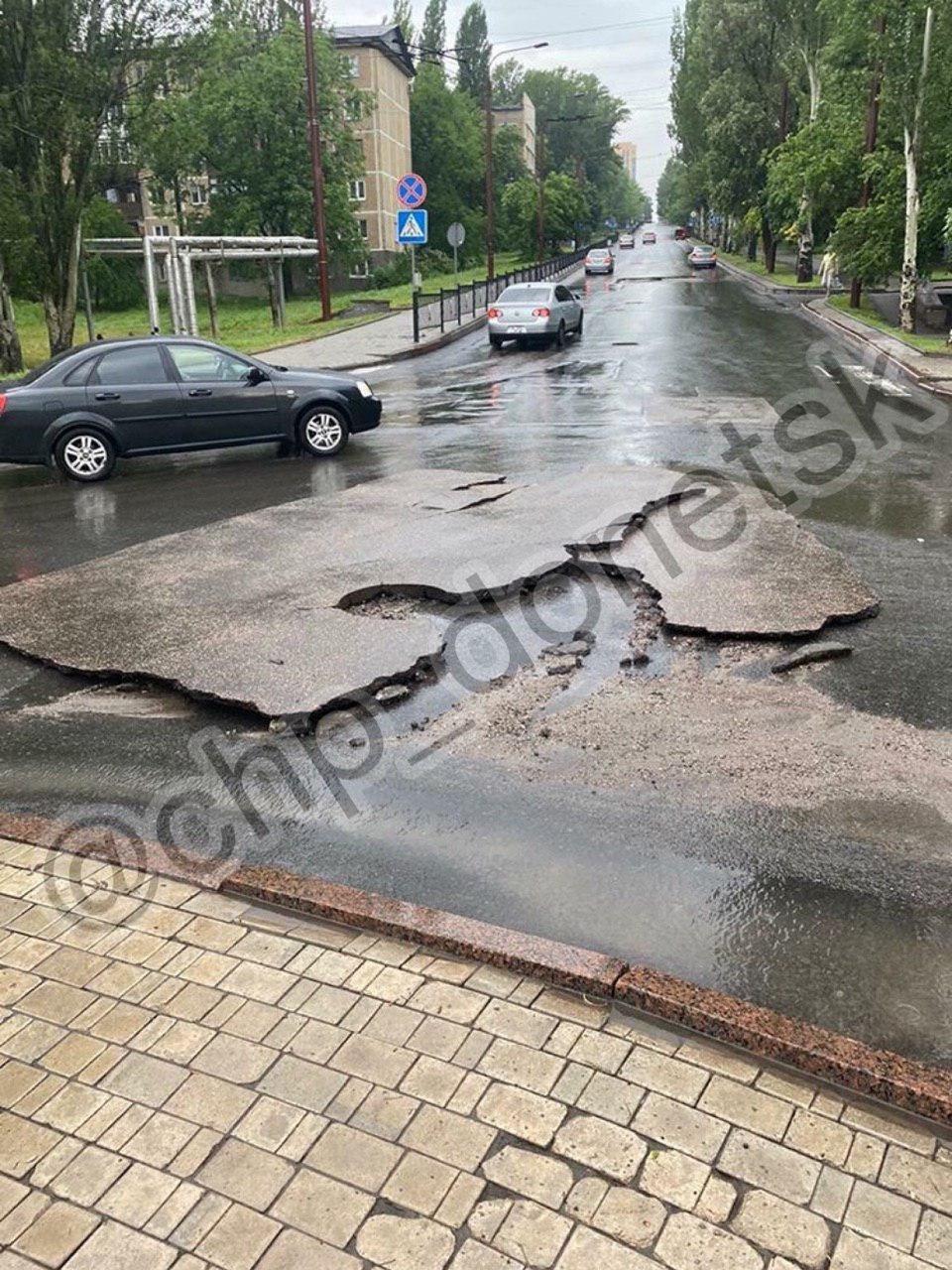 Над Донецком и Макеевкой пронесся ураган и страшный ливень: смерч сносил крыши домов, - ФОТО, ВИДЕО, фото-1