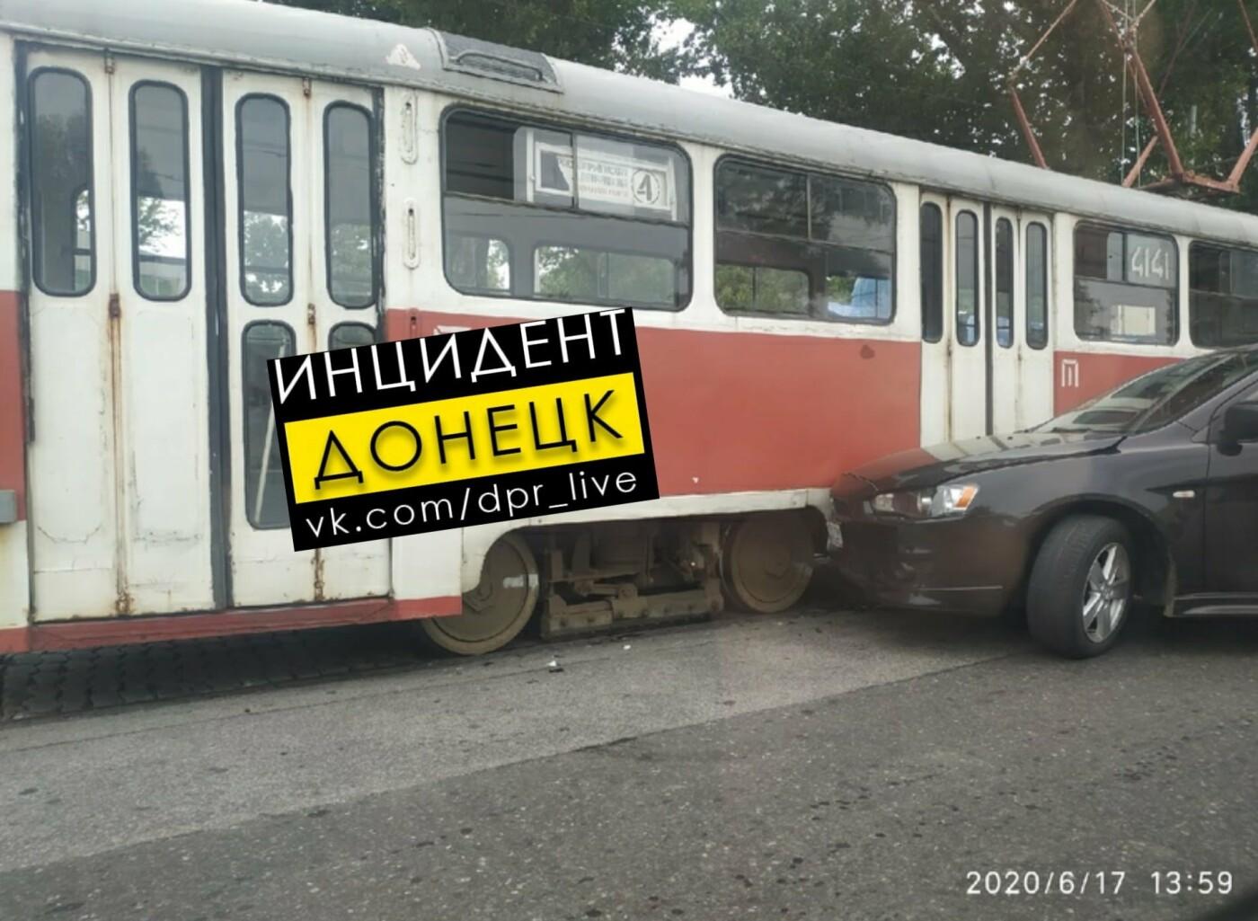 В Донецке «Мицубиси» влетел в трамвай, - ФОТО, фото-2