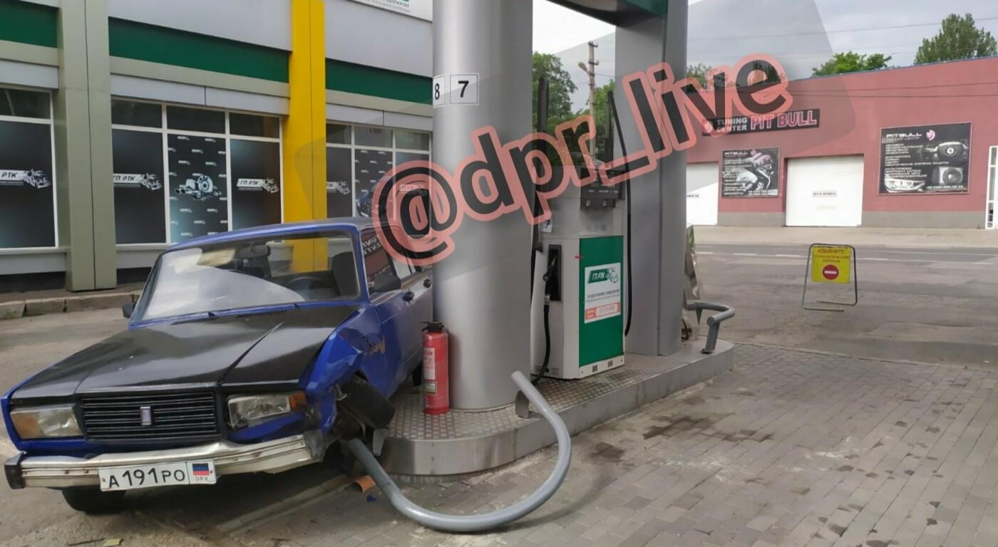 В Донецке «Жигули» врезались в автозаправку, - ФОТО, фото-2