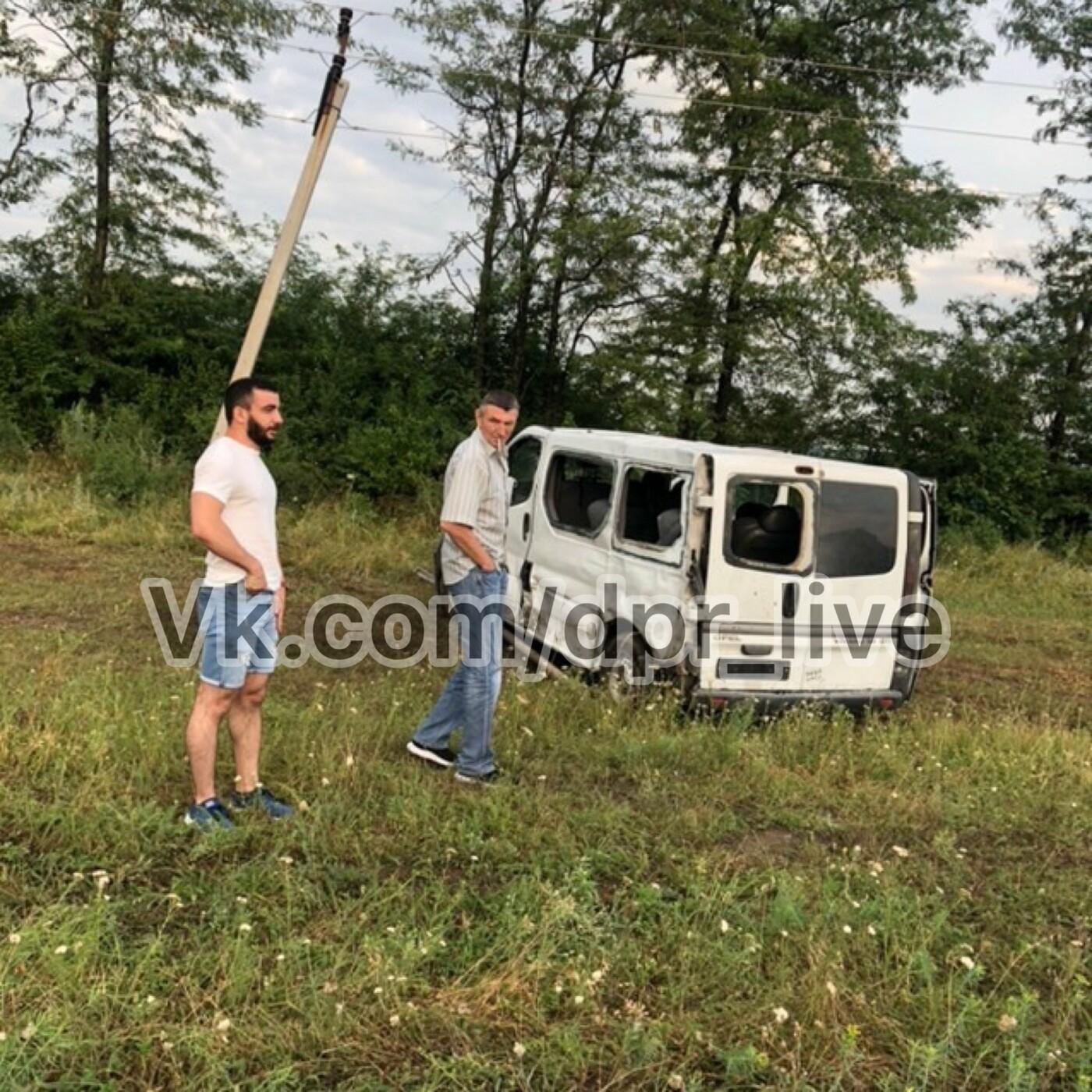 В «ДНР» столкнулся с зерновозом микроавтобус «Донецк- Москва», - ФОТО, фото-1