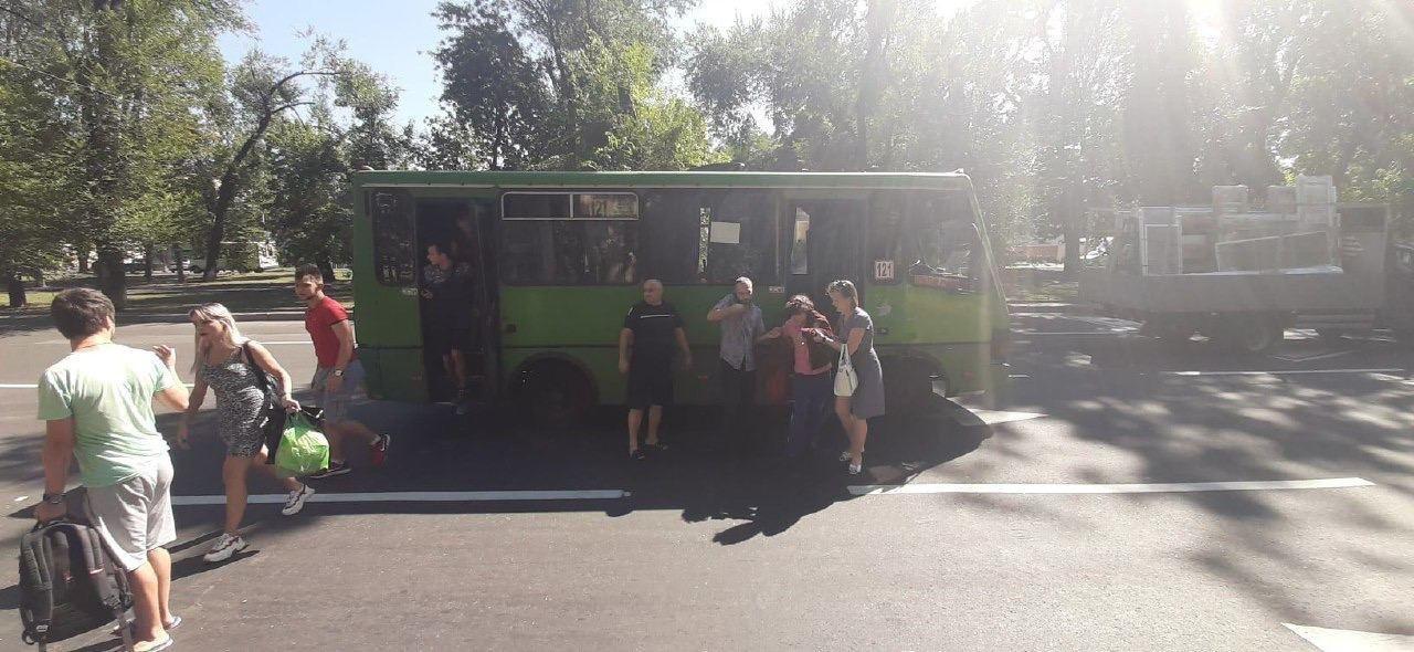 В Донецке автобус столкнулся с грузовиком, - ФОТО, фото-2