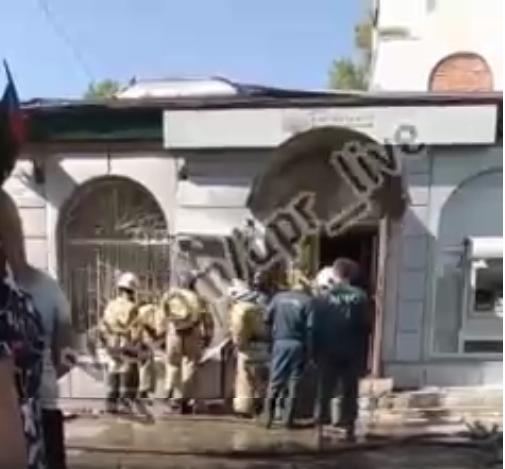 В Донецке горит отделение «банка», - ФОТО, фото-1