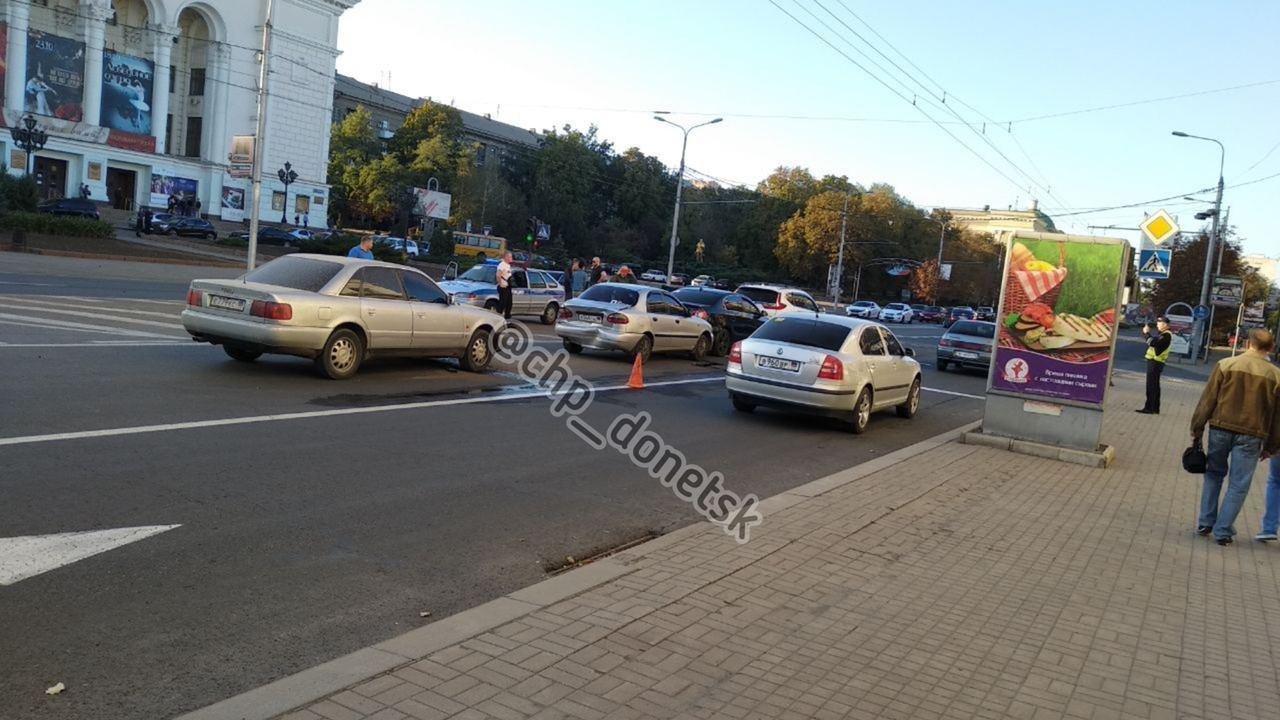 В центре Донецка сразу четыре автомобиля попали в ДТП, - ФОТО, фото-1