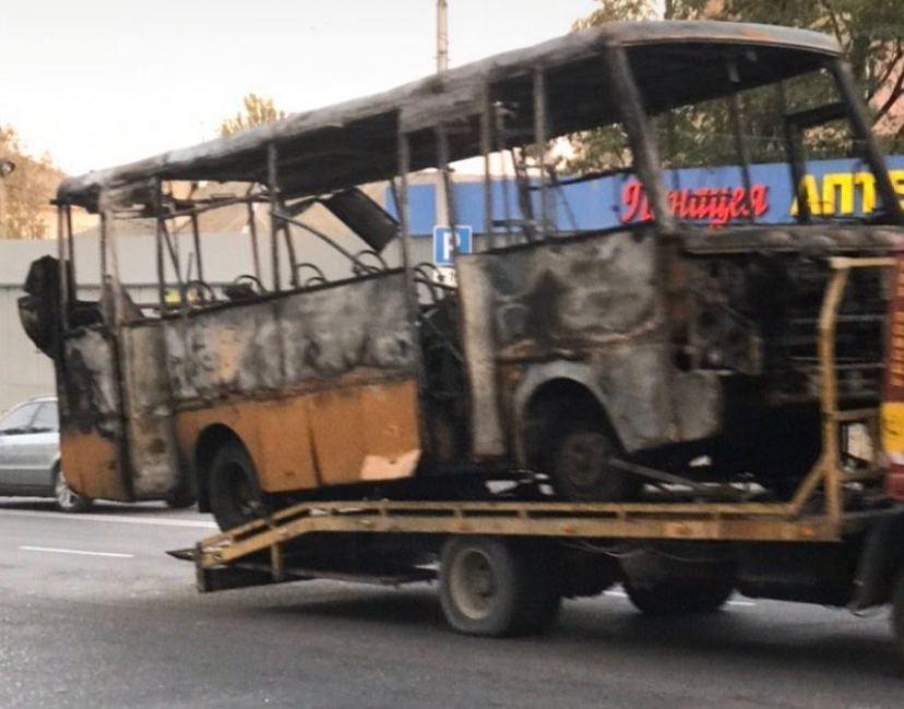Во время движения загорелась и сгорела дотла маршрутка «Донецк-Макеевка», - ФОТО  , фото-3