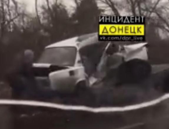 Под Донецком «Жигули» сложились всмятку после столкновения с микроавтобусом, - ФОТО, фото-2