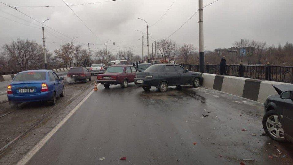 В оккупированном Енакиево в ДТП попало сразу восемь автомобилей, - ФОТО, фото-1