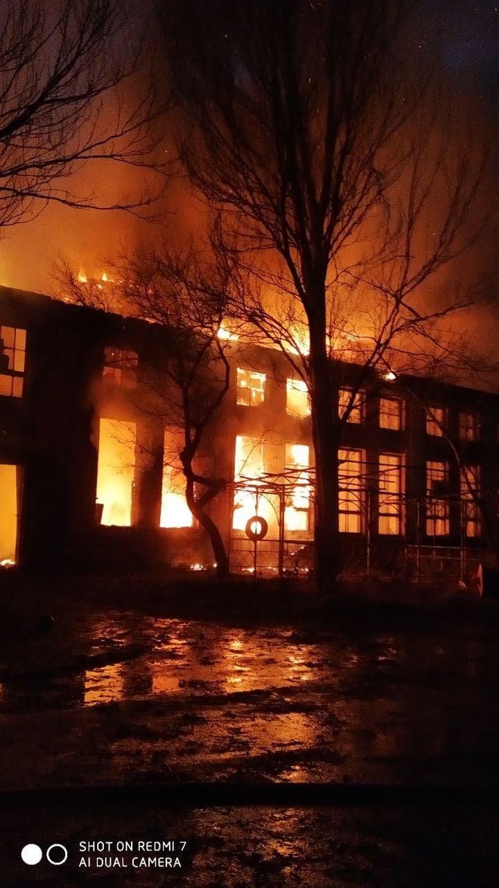 В Горловке горел ремонтный завод, - ФОТО, фото-1